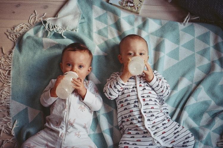 Twins-Babies-Feeding